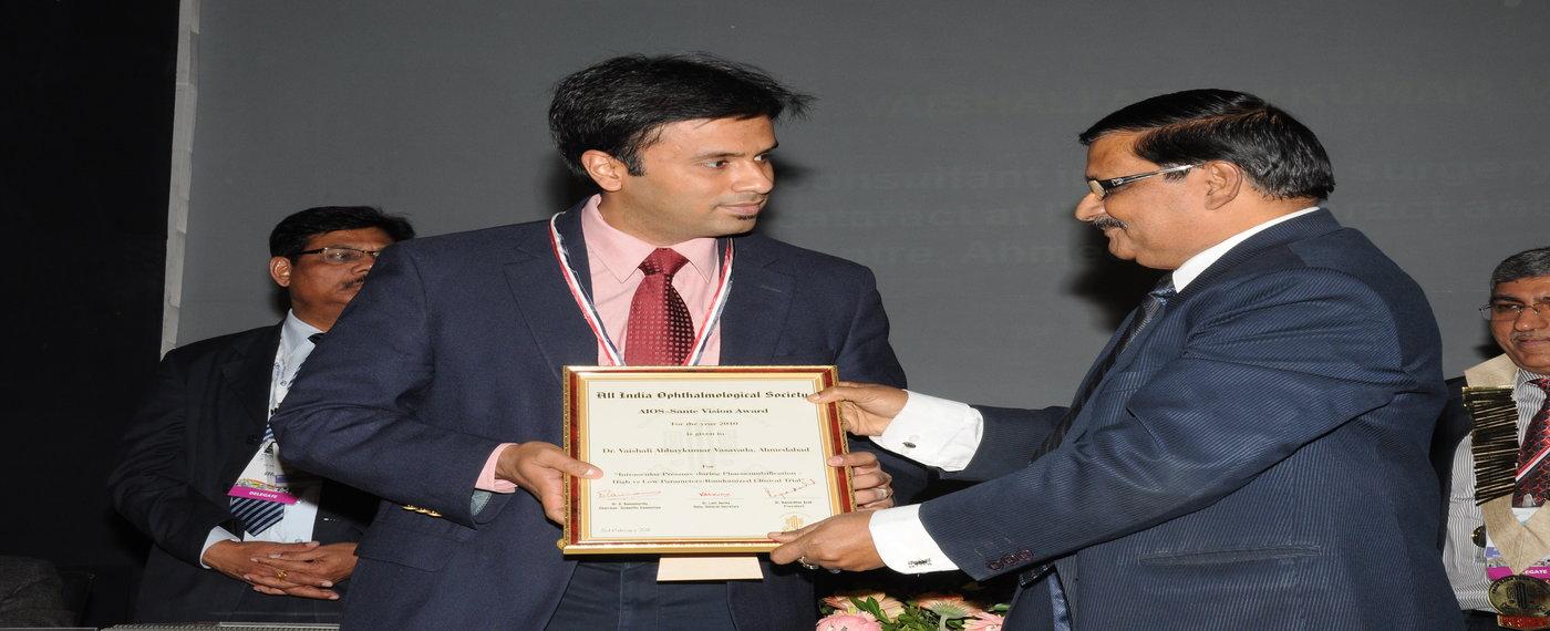 dr_debraj_shome_winning_colonel_rangachari_award_for_best_research_paper_india_2010-11